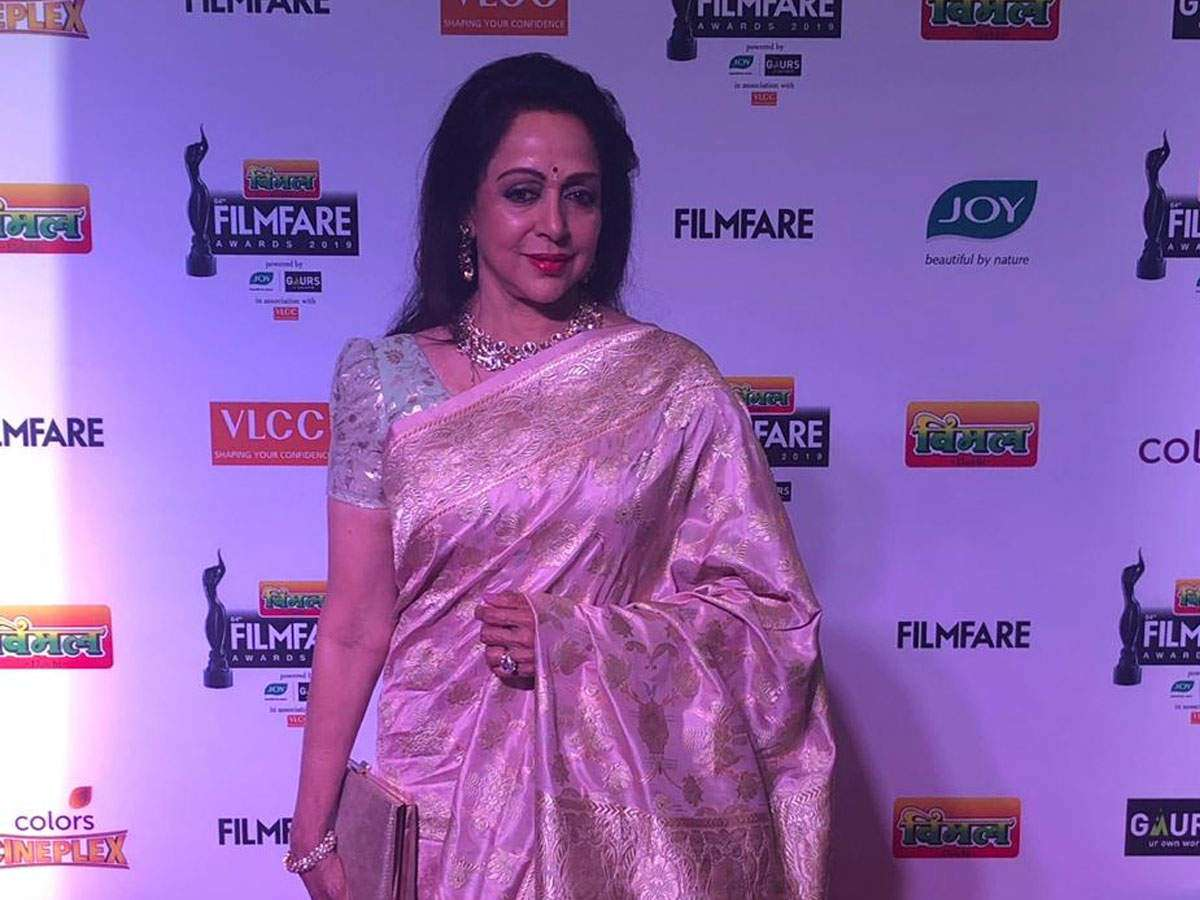 Hema Malini wins the Lifetime Achievement Award at the 64th